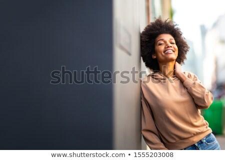 Lachend meisje muur gelukkig meisje portret Stockfoto © borysshevchuk