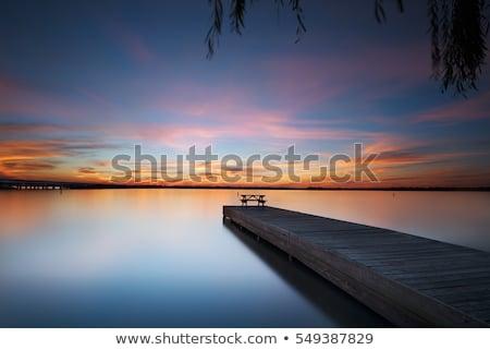 Solitaire banc lac scène tranquille vide eau Photo stock © Lizard