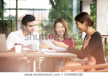Equipe de negócios trabalhando alegremente juntos laptop mulher Foto stock © wavebreak_media