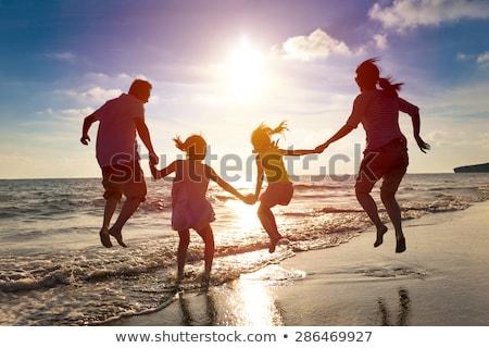 Familie spielen Strand Silhouetten Silhouette Gebäude Stock foto © lightkeeper