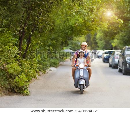 Glücklich jungen Vater wenig Tochter Reiten Stock foto © dashapetrenko