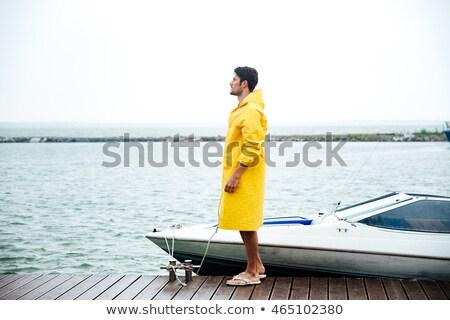 Foto stock: Bonito · marinheiro · amarelo · em · pé · pier