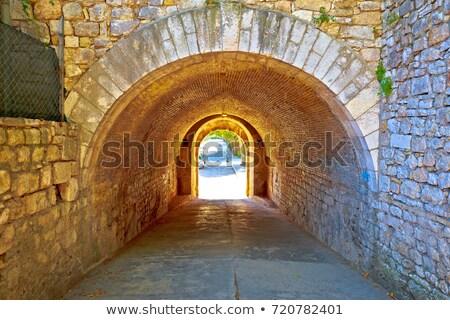 Város történelmi kő utca átjáró kilátás Stock fotó © xbrchx