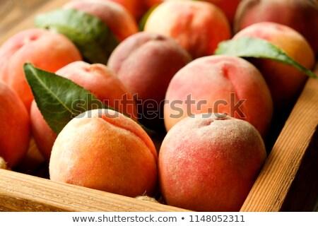 新鮮な 赤 桃 葉 豊富 収穫 ストックフォト © TasiPas