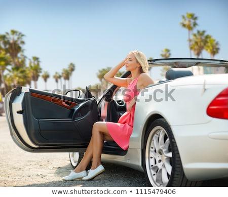 Nő pózol autó Velence tengerpart utazás Stock fotó © dolgachov