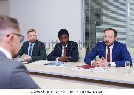Fiatal külföldi kollégák csetepaté elegáns ül Stock fotó © pressmaster