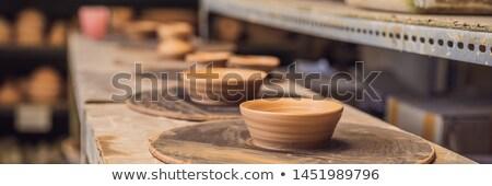 Csészék polcok cserépedények műhely szalag hosszú Stock fotó © galitskaya