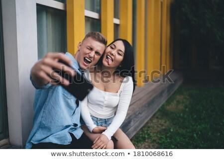 Man smartphone bebaarde Blauw tshirt zwart haar Stockfoto © Giulio_Fornasar