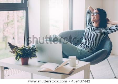 bela · mulher · relaxante · tempo · escritório · jovem · belo - foto stock © Pilgrimego