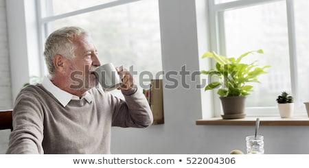 Emeryturę człowiek pitnej kawy włosy tabeli Zdjęcia stock © photography33
