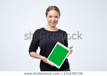 fiatal · üzletasszony · mutat · tabletta · képernyő · nők - stock fotó © ariwasabi