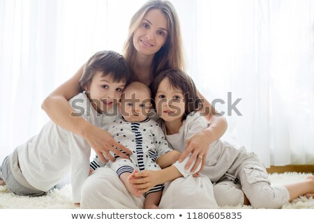 adorável · mãe · beijando · belo · filho · isolado - foto stock © dacasdo