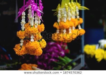 Taylandlı ibadet çelenk satmak dünya tapınak Stok fotoğraf © leungchopan