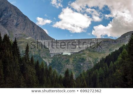 Zöld tó Svájc gravitáció építkezés tájkép Stock fotó © michaklootwijk