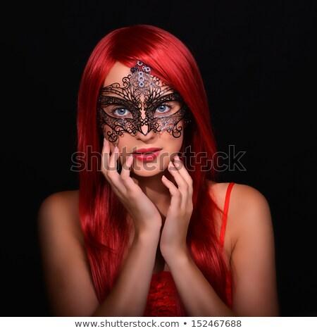 Maquillaje Hermosa Niña Largo Vestido Rojo
