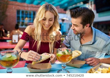Mujer comer comida mexicana mujer hermosa madera hoja Foto stock © wavebreak_media