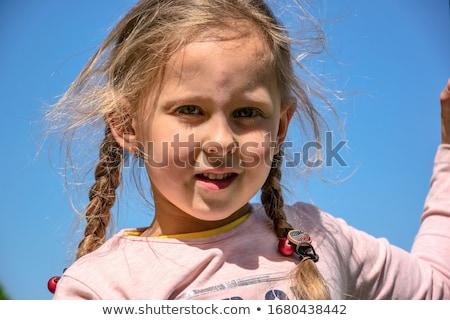 5 éves lány néz égbolt gyermek jókedv Stock fotó © IS2