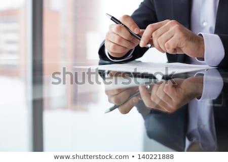 Stockfoto: Kaukasisch · zakenman · ondertekening · business · papieren