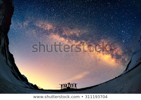 Silhouet man nachtelijke hemel melkachtig manier rugzak Stockfoto © denbelitsky