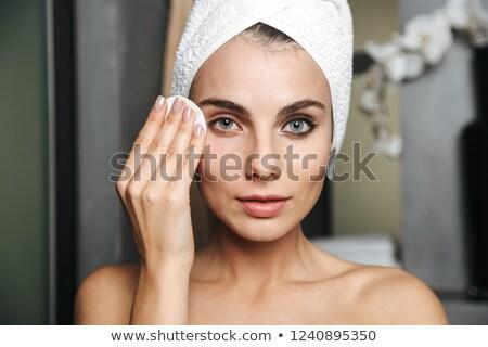 genç · kadın · temizlik · yüz · pamuk · bornoz · banyo - stok fotoğraf © deandrobot