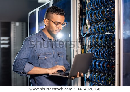 Arabski serwera inżynier za pomocą laptopa poważny zajęty Zdjęcia stock © pressmaster