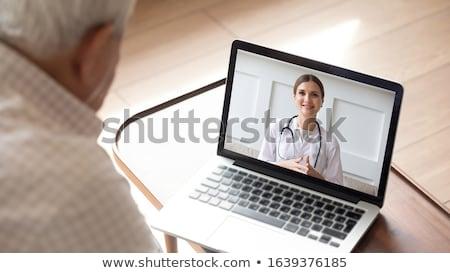 senior · vrouw · patiënt · video · oproep · arts - stockfoto © dolgachov