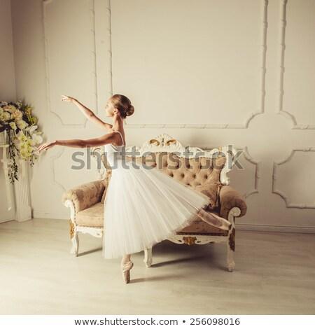 プロ バレエダンサー 座って ソファ 下向き 高級 ストックフォト © photobac