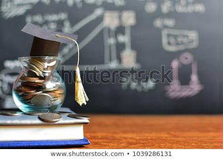 főiskola · megtakarított · pénz · takarékosság · kéz · pénzügy - stock fotó © lightsource