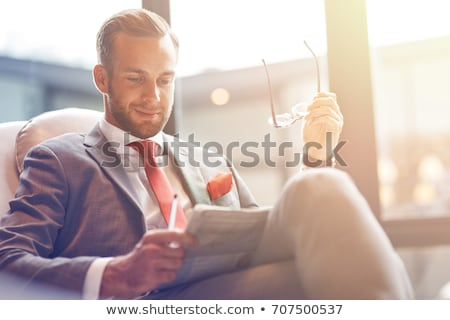 Empresario lectura ilustración blanco periódico silla Foto stock © bluering