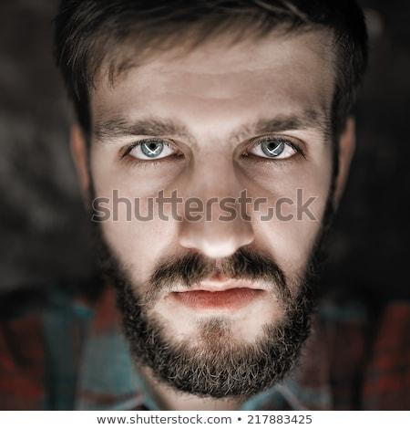 mérges · mogorva · fiatalember · néz · elégedetlen · közelkép - stock fotó © deandrobot