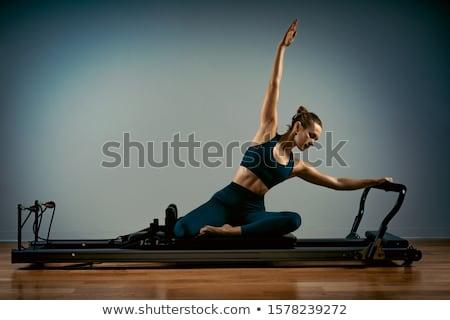 спортзал · женщину · пилатес · спорт · кровать - Сток-фото © lunamarina