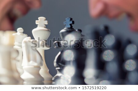 hombre · tablero · de · ajedrez · tablero · de · ajedrez · pensando · ajedrez · estrategia - foto stock © kzenon