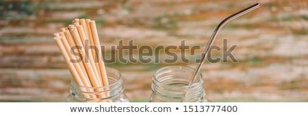 Acciaio bere vs usa e getta verniciato legno Foto d'archivio © galitskaya