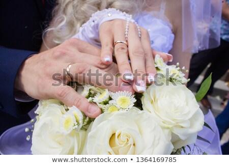 menyasszony · tart · virágcsokor · mutat · gyűrű - stock fotó © carenas1