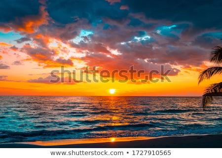 Pôr do sol céu dramático colorido nublado nuvens Foto stock © LAMeeks