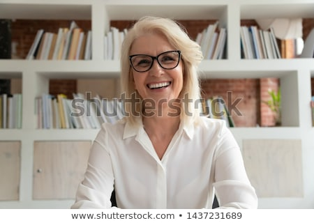férfi · 3d · szemüveg · készít · vicces · arc · kezek · magasban · szem - stock fotó © tiero