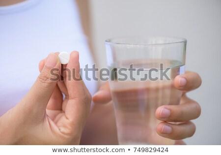 Homme mains pilules verre eau Photo stock © deandrobot