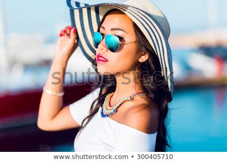 Vonzó gyönyörű nő visel kalap pózol jacht Stock fotó © deandrobot