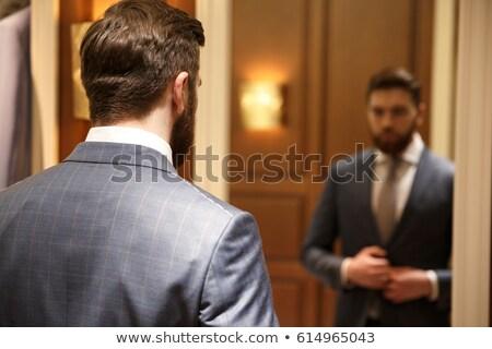 görmek · geri · sakallı · adam · bakıyor · ayna - stok fotoğraf © deandrobot