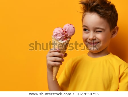 Peu garçon cornet de crème glacée Photo stock © RAStudio