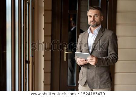 Maturité barbu affaires touchpad regarder réseau Photo stock © pressmaster