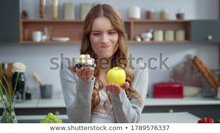 Meisje appel cake handen portret Stockfoto © RuslanOmega