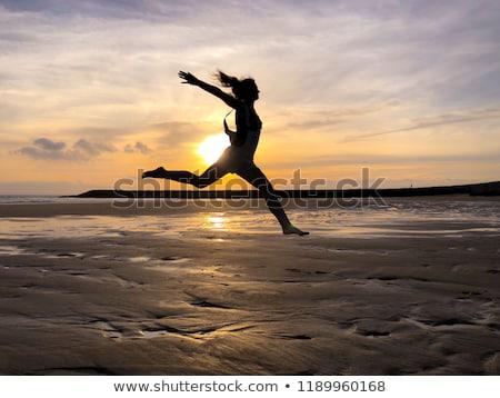 skok · dziewczyna · wygaśnięcia · chmury · strony · sportu - zdjęcia stock © Paha_L