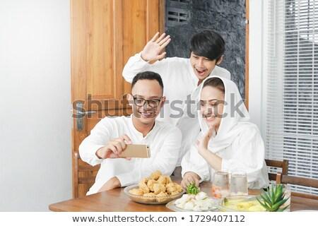 Indonesisch moslim familie gelukkig bidden Stockfoto © tujuh17belas