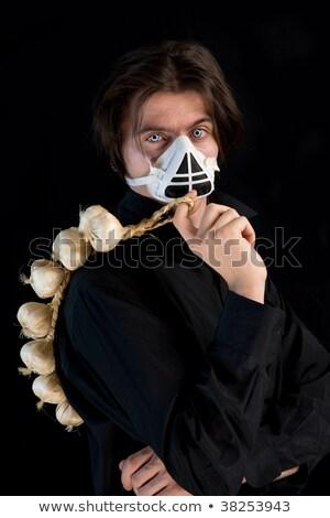 Tir humoristique de vampire dans un respirateur tenant de l'ail Photo stock © Elisanth