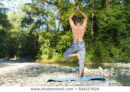 Man mediteren berg rivier yoga oefenen Stockfoto © Yatsenko