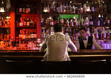 Jonge man drinken barman vergadering counter pub Stockfoto © deandrobot