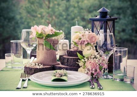 mesa · rosa · rosas · caja · de · regalo · papel · primavera - foto stock © manera