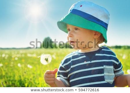 Gyönyörű baba fiú áll zöld fű tavasz Stock fotó © julenochek