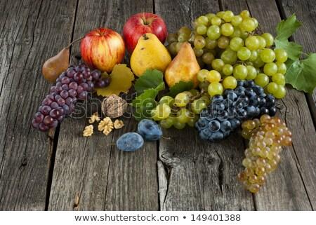 Manzanas peras mesa de madera orgánico mesa Foto stock © mpessaris